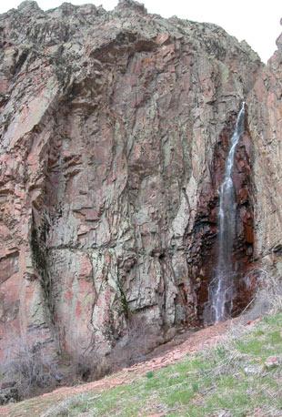 Голубиное ущелье левая скала