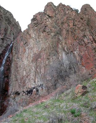 Голубиное ущелье правая скала